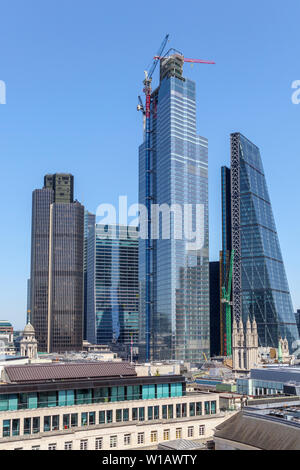 Modern glass and steel skyscrapers on the skyline of the City of London financial district: Tower 42, 100 & 22 Bishopsgate, Cheesegrater - Stock Image