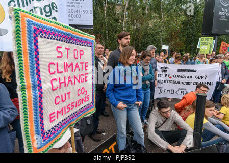 London, UK. 8th September 2018. Climate Reality supporters hold a rally in front of Tate Modern, one of thousands around the world demanding urgent action by government leaders to leaders commit to a fossil free world that works for all of us.  community leaders, organisers, scientists, storytellers and others united to a Credit: Peter Marshall/Alamy Live News - Stock Image
