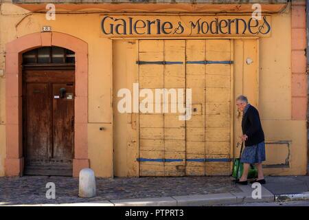 Picturesque shop in Riez, Alpes de Haute Provence, 04, PACA, France - Stock Image