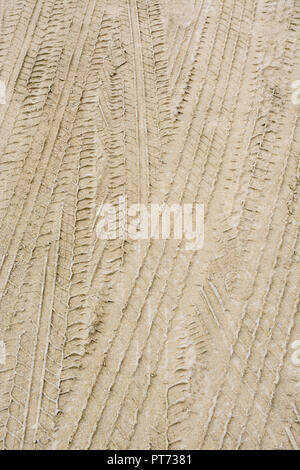Tyre tracks in sand. - Stock Image