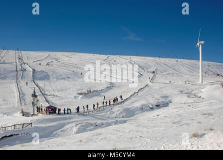 Winter Sports enthusiasts enjoy good snow cove on the Lecht ski grounds neat Tomintoul above Corgarff in Upper Donside, - Stock Image