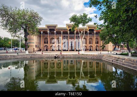 Bolo Haouz Mosque - historical mosque in Bukhara, Uzbekistan. Built in 1712, UNESCO World Heritage Site - Stock Image