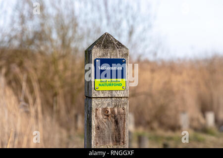 'Velkommen – Aage V. Jensen Naturfond' ('Welcome – Aage V. Jensen Nature Foundation'), sign on a wooden post, Lille Vildmose, Denmark - Stock Image