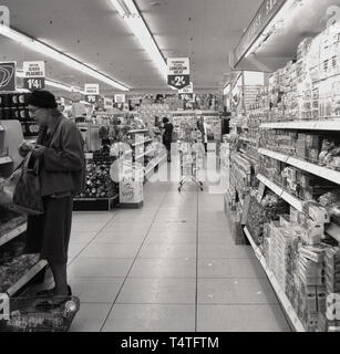 1960s, historical, ifemale shoppers inside a new 'Finefare' supermarket, London, England, - Stock Image