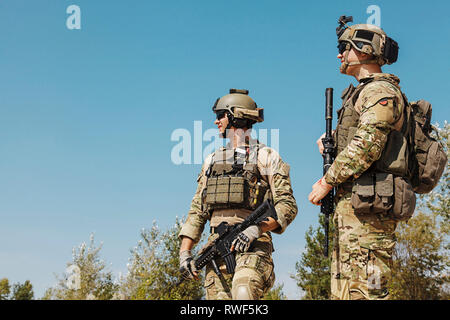 U.S. Army Rangers with weapons in the desert. - Stock Image