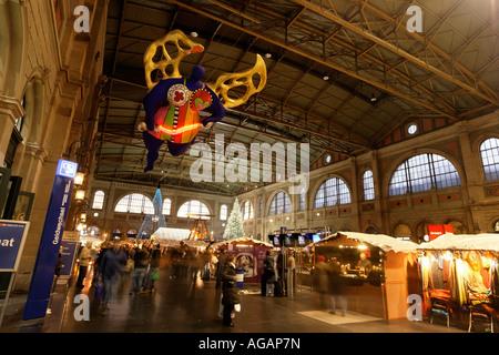 Zuerich main station christmas decoration interieur Niki de Saint Phalle s angel of travellers - Stock Image