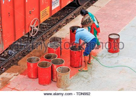Station Workers, Bharatpur, Rajasthan, India - Stock Image