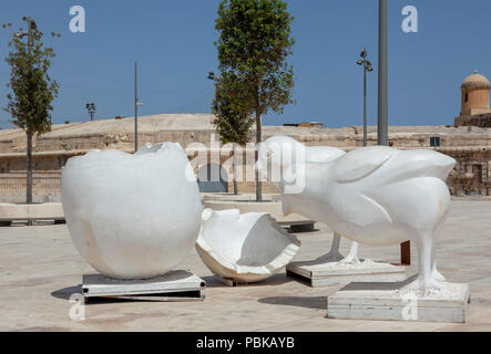 Birds and egg sculpture Valletta, Malta - Stock Image