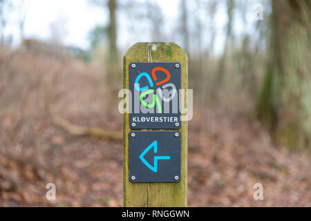 Kløverstier ('clover paths'), sign marking walking paths throughout Denmark, put up by Friluftsrådet (The Outdoor Council) - Stock Image
