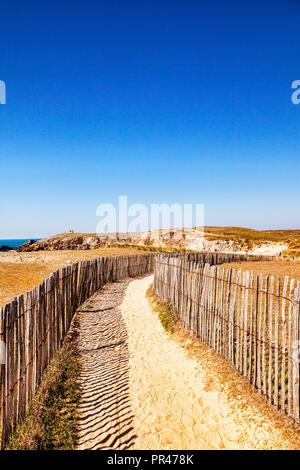 Path through sand dunes near Port Bara, Quiberon Peninsula, Brittany, France. - Stock Image