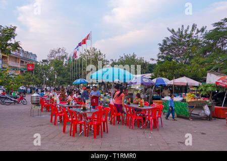 Night market, dinner area, riverside, Battambang, Cambodia, Asia - Stock Image