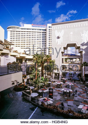 Hollywood and Highland with Hollywood sign visible in distance. - Stock Image