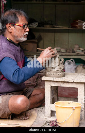 Vertical view of a potter in Kolkata aka Calcutta, India. - Stock Image