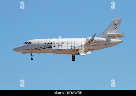 Corporate aviation. Dassault Falcon 2000 business jet on approach - Stock Image