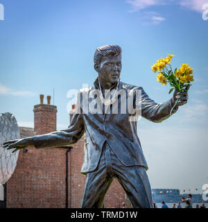 Billy Fury statue in Albert Dock holding some flowers. - Stock Image