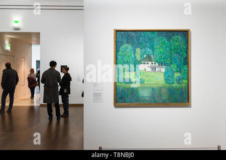 Klimt Leopold Museum, view of a landscape by Gustav Klimt titled Litzlbergkeller Am Attersee hanging in the Leopold Museum in Vienna, Austria. - Stock Image