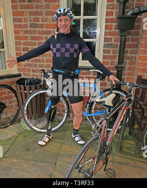 Keith, cyclist cycling with a prosthetic leg, in Lycra cycling clothing - Stock Image
