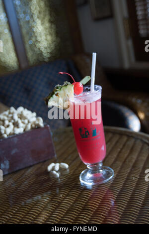 Singapore Sling cocktail served at the Long Bar Singapore Raffles Hotel - Stock Image