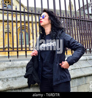 London, England, UK. Woman wearing reflcetive sunglasses by the Houses of Parliament, Westminster - Stock Image