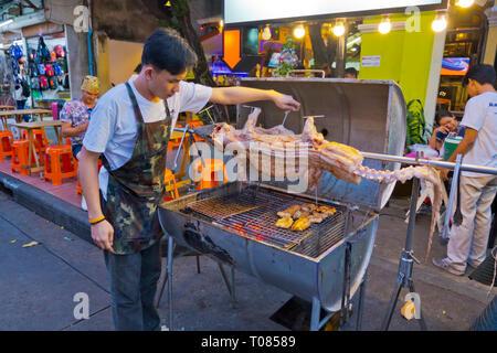 Crocodile grilling, Khaosan Road, Banglamphu, Bangkok, Thailand - Stock Image