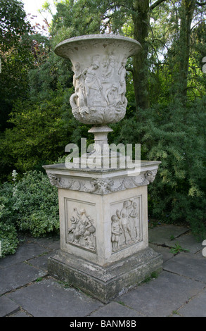 Replica of the Medici Vase in the Uffizi Gallery, Florence, Italy. Royal Botanical Gardens, Kew, UK - Stock Image