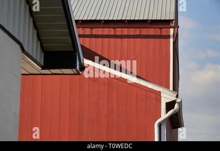 A classic red barn on a Lancaster County Pennsylvania farm - Stock Image