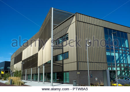 National College for High Speed Rail (NCHSR) in Lister St, Birmingham, West Midlands, UK. (viewed from the canal side of the building). - Stock Image