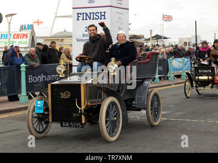 Mr Arnoud Carp driving his 1904 White Steam Car, across the finishing line of the 2018 London to Brighton Veteran Car Run - Stock Image