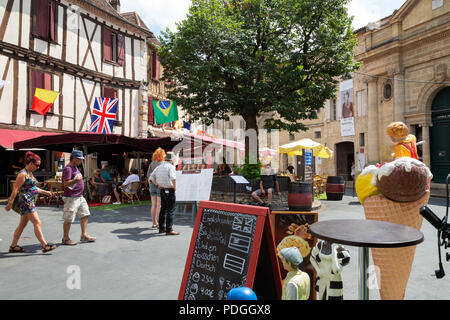 Bergerac old town - tourists in the town centre, Bergerac old town, Bergerac, Dordogne France Europe - Stock Image