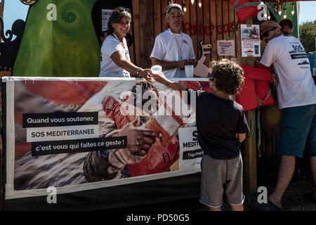 solidarité, SOS méditerranée,Aquarius, solidarity, SOS Mediterranean, Aquarius, Festival Bout du Monde 2018 à Crozon Brittany - Stock Image