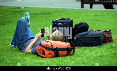 Glasgow, Scotland, UK 14th July, 2019. UK Weather Sunny saw the return of summer in and near  George square as locals lunched  and the grass always a favourite for tourists. Credit: Gerard Ferry/ Alamy Live News - Stock Image
