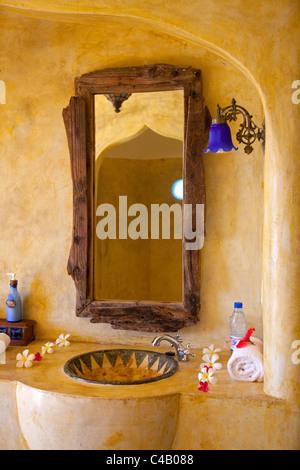 Zanzibar, Matemwe Bungalows. The stunning bathroom suit attached to one of the luxury Matemwe villas. - Stock Image