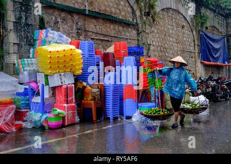 Vietnam, Hanoi, old city, street sellers - Stock Image