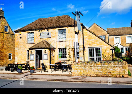 Bourton on the Water, Cotswolds, The Moustrap pub, village, Gloucestershire - Stock Image