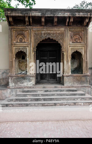 Exhibit of a gateway to a haveli or mansion typical of Rajasthan in the National Crafts Museum, New Delhi, India - Stock Image
