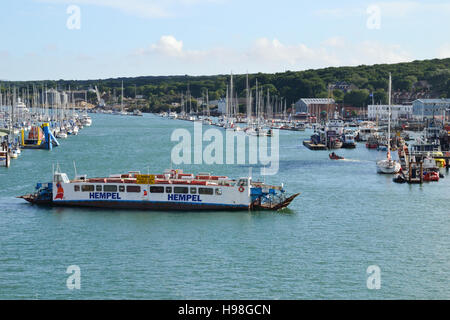 The East Cowes to Cowes chain ferry known as the Cowes Floating Bridge crossing the River Medina at Cowes on the - Stock Image