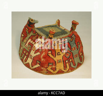 Four-Cornered Hat, 7th–9th century, Peru, Wari, Camelid hair, H x W: 4 3/4 x 7 1/4in. (12.1 x 18.4cm), Textiles - Stock Image