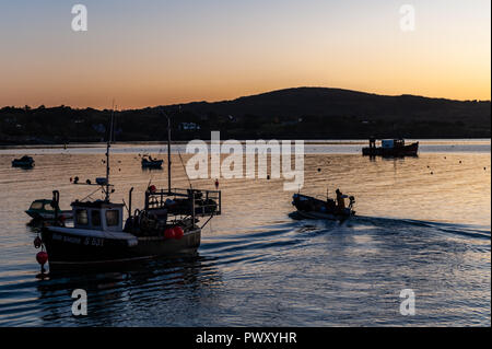 Schull, West Cork, Ireland. 18th Oct, 2018. A fisherman sails out to ths fishing grounds prior to sunrise. The day will be dry and bright with sunny spells and temperatures of 11 to 14°C. Credit: Andy Gibson/Alamy Live News. - Stock Image