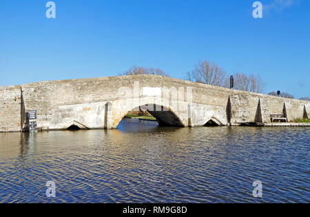 A view of the medieval bridge crossing the River Thurne on the Norfolk Broads at Potter Heigham, Norfolk, England, United Kingdom, Europe. - Stock Image