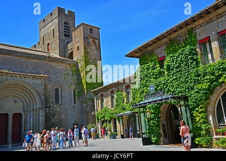 Saint-Nazaire basilica and hotel de la Cité, Auguste Pierre Pont square, Carcassonne, Aude, France - Stock Image