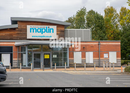 Maplin Electronics Shop - closed down empty store. - Stock Image