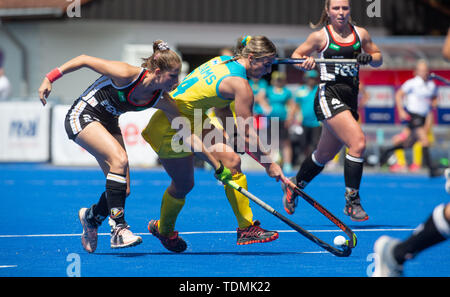 Krefeld, Germany, June 16 2019, hockey, women, FIH Pro League, Germany vs. Australia:  Cecile Pieper (Germany, L) and Mariah Williams (Australia) comp - Stock Image