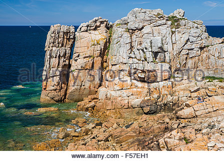 Two people enjoying a sunny day at Plougrescant - Brittany (France) - Stock Image
