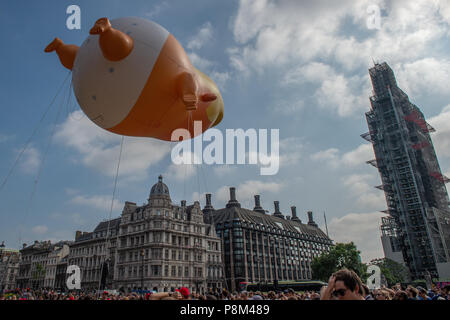London, United Kingdom. 13 July 2018. A giant 'baby Trump' is floated in Parliament Square as protesters in central London demonstrate agaisnt the UK visit of Donald Trump. Credit: Peter Manning/Alamy Live News - Stock Image