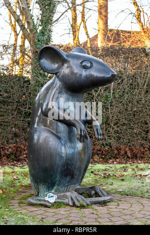 Large statue of a mouse in the grounds of Robert Burns Museum, Alloway, Ayr, Scotland in tribute to Burn's poem 'To a mouse'. - Stock Image