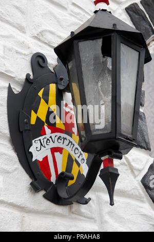 USA Maryland MD Blatimore Canton Annabel Lee Tavern Edgar Allan Poe Themed Bar Outside Lamp - Stock Image