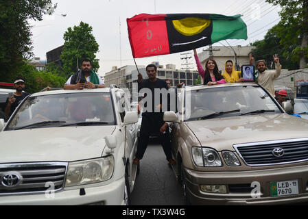 Lahore, Pakistan. 23rd June, 2019. Workers of Pakistan peoples Party (PPP) People Youth Organization (PYO) hold a rally during a protest against inflation outside press club in Lahore. Credit: Rana Sajid Hussain/Pacific Press/Alamy Live News - Stock Image