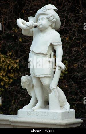Little marble cherubs at Belvedere Palace formal gardens, Vienna, Austria. - Stock Image
