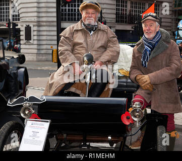 Dr Seiderman  in his 1903 Oldsmobile Curved-dash runabout, participating in the veteran car Concourse d'Elegance at the Regents Street Motor Show 2018 - Stock Image