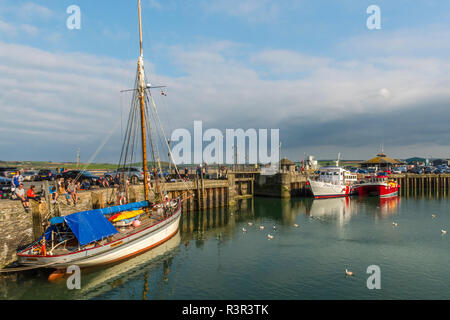 Boats float at anchor in the picturesque harbour at Padstow, Cornwall, England - Stock Image